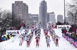 Start zum Massenstart der Damen vor der Skyline von Montreal (CAN)