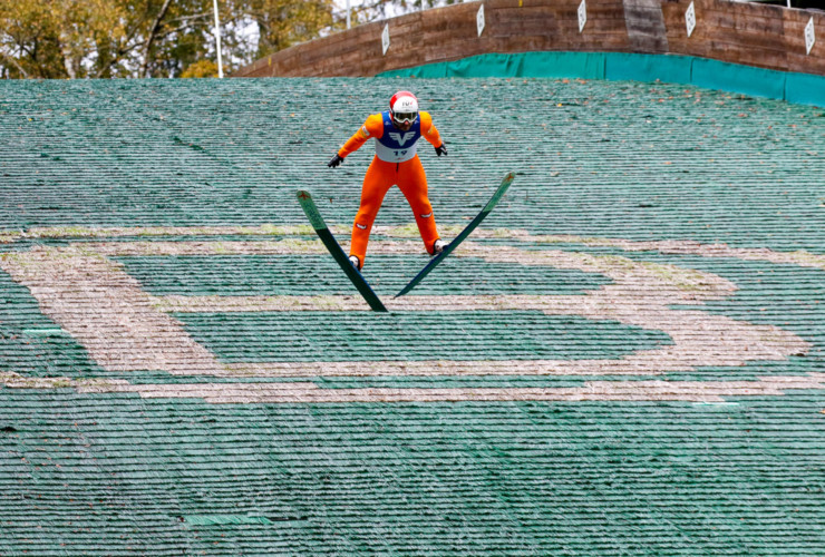 Lukas Klapfer springt in Bischofshofen.