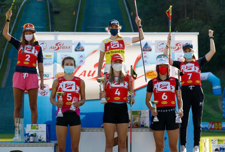 Das Podium der Tageswertung bei den Damen: (l-r) Annika Sieff (ITA), Sigrun Kleinrath (AUT), Gyda Westvold Hansen (NOR), Jenny Nowak (GER), Lisa Hirner (AUT), Ema Volavsek (SLO).
