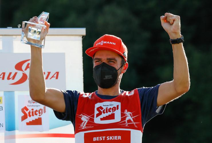 Johannes Rydzek wird strahlender Dritter in der Gesamtwertung.